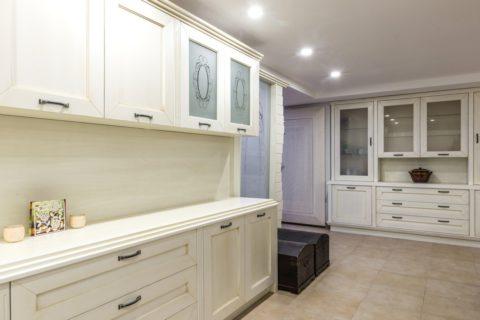 Installer un placard et des étagères dans sa cuisine